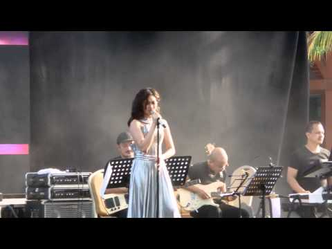 Sarah Geronimo Perfect 10 Singapore Concert - Singing to Celine Dion hits