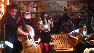 Scarlet [Acoustic Live] - Iwao Junko (at Dernier Bar, Paris, 2013/09/29)