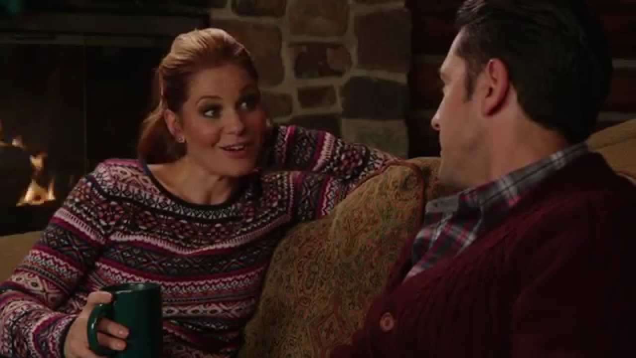 Christmas Under Wraps.Christmas Under Wraps Premieres 11 29 8 7c