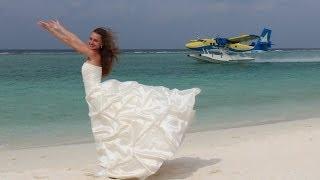 Свадебное путешествие - Wedding travel(Под воду им бы в рифах погрузиться, На яхте свежим бризом насладиться... В подарок им путёвка в мир красот,..., 2014-02-10T17:29:12.000Z)
