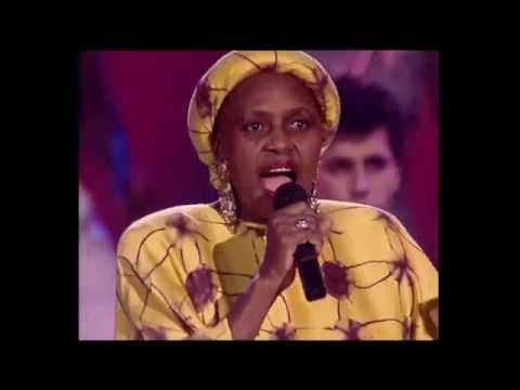 "Miriam Makeba ""Amampondo"""