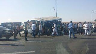 22 قتيلا في اصطدام عربة نقل وحافلة في جنوب غرب مصر