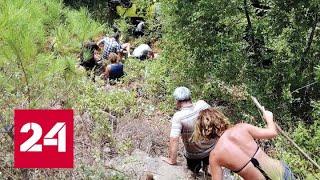 Джип в Анталье упал с 20-метровой высоты: один турист погиб, 10 пострадали - Россия 24