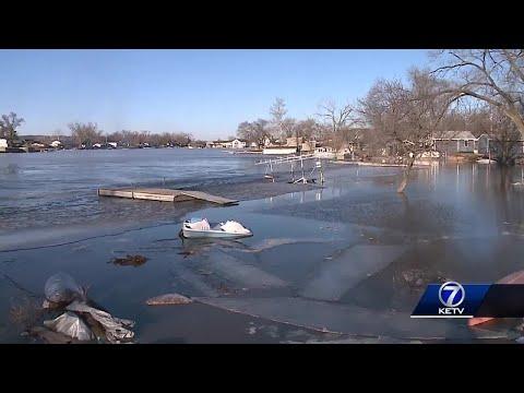 Platte River threatens dozens of homes at lake community near LaPlatte