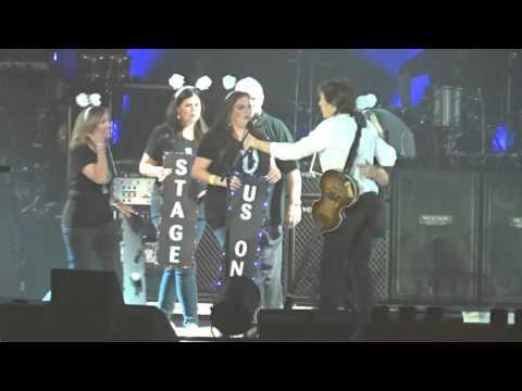 Paul McCartney Brings People Onstage - Little Rock, AR 4/30/16