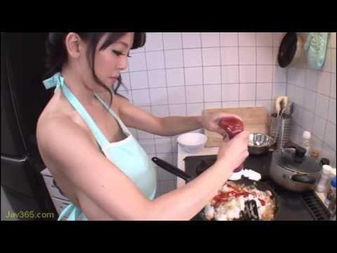 Hitomi Tanaka cooking!