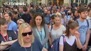 Repeat youtube video Manchester crowd sing Oasis' Don't Look Back In Anger after minute's silence
