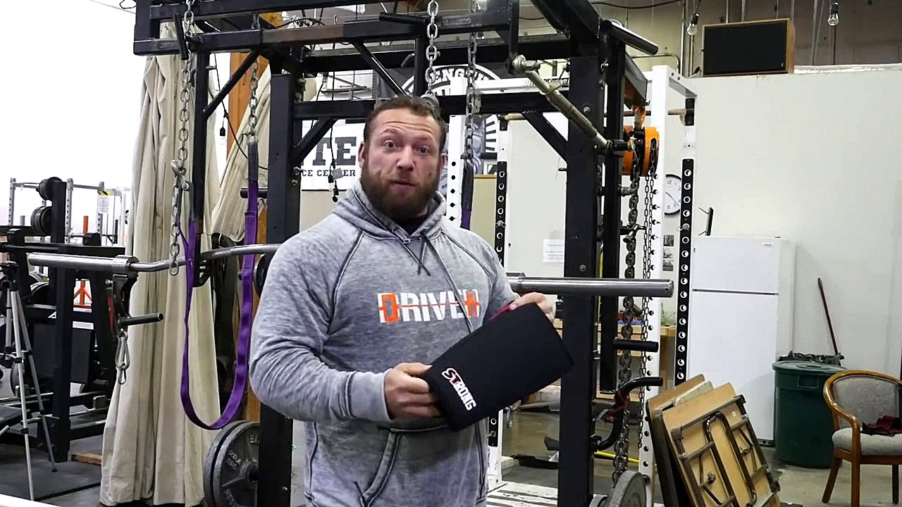 3ba98d8ca0 SIDE BY SIDE REVIEW - Sling Shot Strong Knee Sleeves VS SBD for  Powerlifting Squat - YouTube