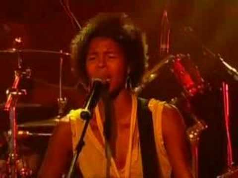 """Ayo - """"Down On My Knees"""" LIVE from the Paleo' Festival Nyon"""