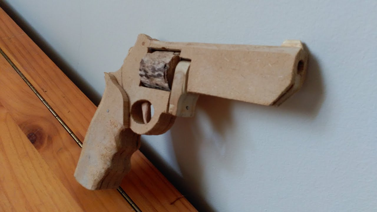 C mo hacer un rev lver r plica en madera youtube - Como hacer un altillo de madera ...