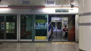 【韓国】 釜山都市鉄道(地下鉄)1号線 西面駅 부산 도시철도 1호선 서면역  Busan Metro Line1 Seomyeon Station, Korea (2018.10)