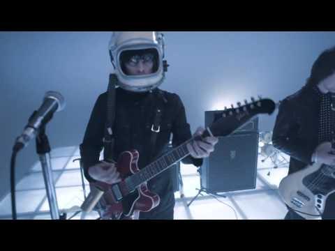 Beady Eye - Blue Moon (The Beat Goes On - HQ)