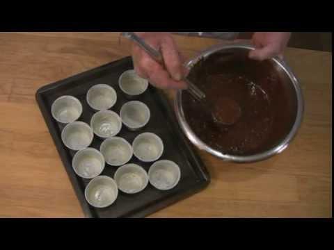 moelleux au chocolat par pierre dominique c cillon pour larousse cuisine youtube. Black Bedroom Furniture Sets. Home Design Ideas