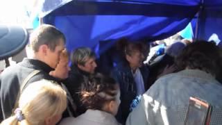 Розвалили намет регіоналів - бійка за парасольки