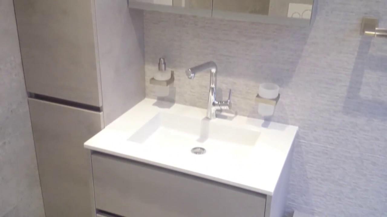 Badkamer met opvallende reliëf tegel - YouTube
