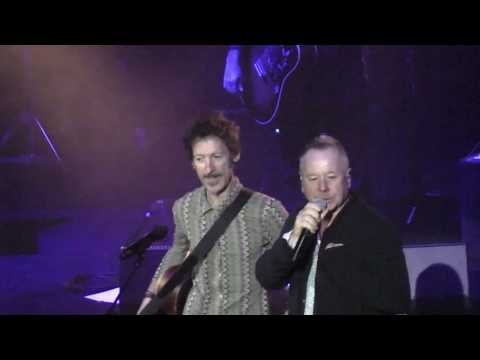 SIMPLE MINDS - WATERFRONT - ANDY WARHOL - DANCING BAREFOOT acoustic - ANCONA 22-04-2017
