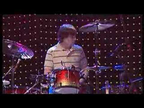 2005-04-15 - Maroon 5 - Must Get Out (Live @ TOTP)
