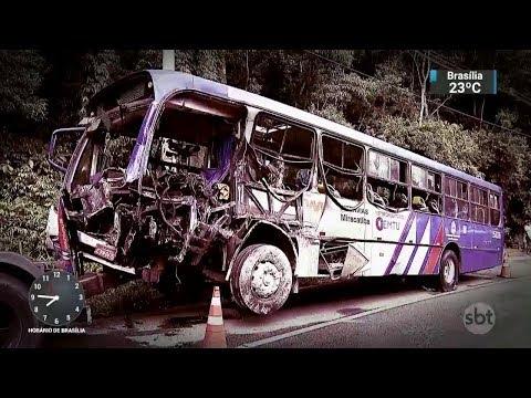 Acidente entre ônibus e caminhão deixa dois mortos e 28 feridos | SBT Brasil (06/03/18)