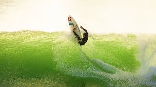 Surfing and style. SACA: The story of Tiago Pires E3