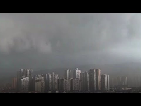 Strong winds hit Chinese city