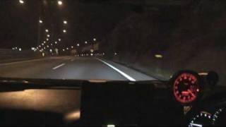 夜の高速道路を シャカタクのナイトバーズを掛けて走る動画です。