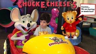 Chuck E Cheese - Carsten takes Daniel Tiger to Chuck E Cheese