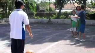 video pembelajaran teknik dasar permainan bola basket FOK 2012 D Universitas Banyuwangi