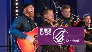 Tom Walker & Red Hot Chilli Pipers - Leave A Light On (The Quay Sessions) Video