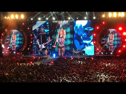 Shakira | kids on camera + Si Te Vas | El Dorado World Tour | Amsterdam