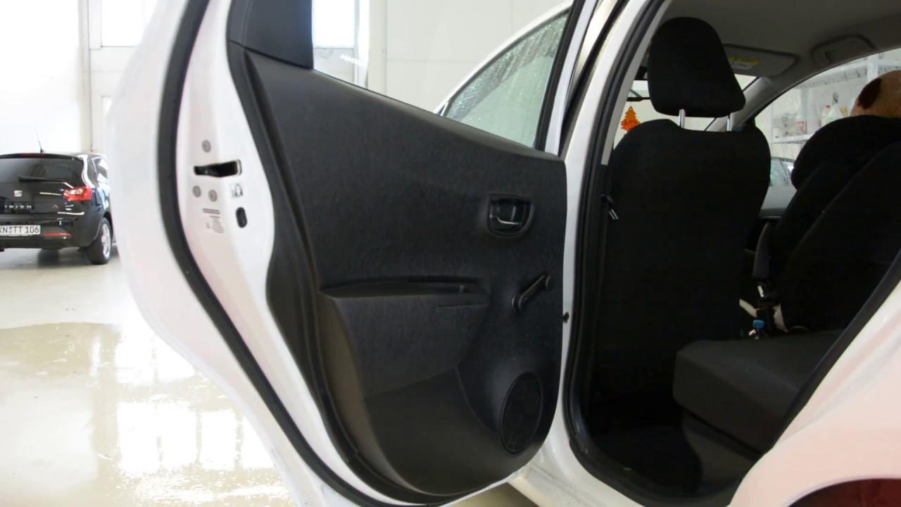 How To Remove The Door Panel Toyota Yaris 2013 Youtube