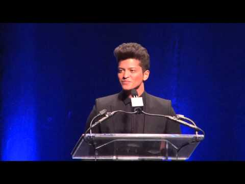 Super Bowl 2014:  Bruno Mars Reveals His Jersey Hair Spray Secret