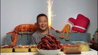 【结巴老爹美食】有钱人吃的小龙虾就是不一样,花里胡哨的都能放烟花