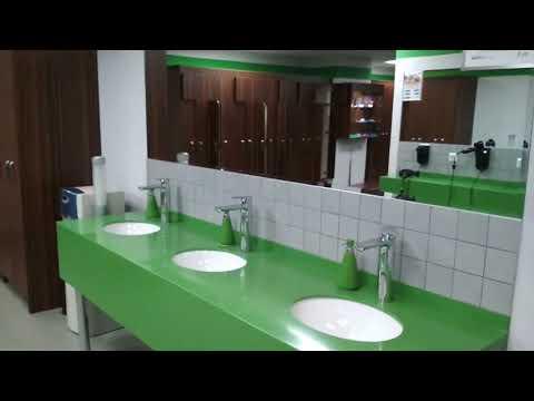 Женская раздевалка, душ, сауна в фитнес клубе X Fit авиамоторная