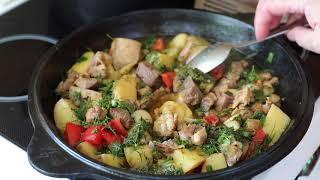 Картошка с мясом тушёная в чугунной жаровне