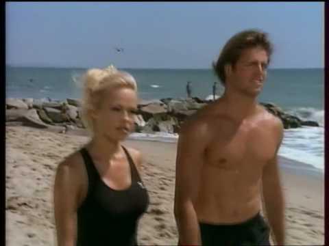Pamela Anderson et Matt Brody David Charvet dans Alerte à Malibu
