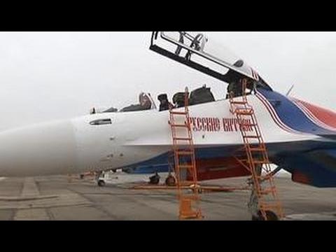 """""""Русские витязи"""" продемонстрировали фигуры высшего пилотажа на Су-30СМ"""