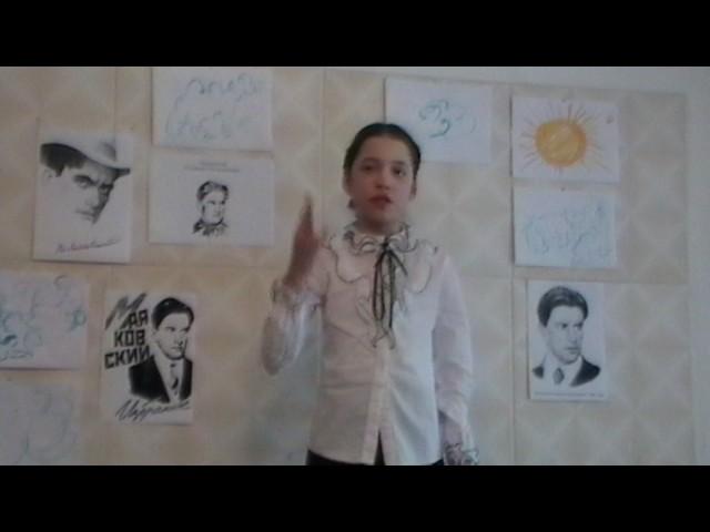 Изображение предпросмотра прочтения – АнжеликаШамсудинова читает произведение «Тучкины штучки» В.В.Маяковского