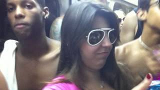 Repeat youtube video carnaval 2013 no metro do rio