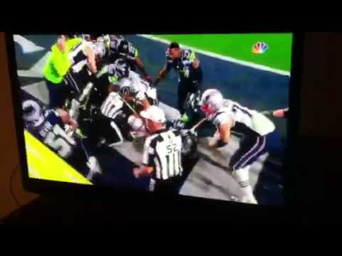 Patriots And Seahawks Fight Super Bowl 2015