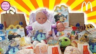 Lindea y Ben comen McDonald's Happy Meal Juguetes Sorpresa para niños de Minions