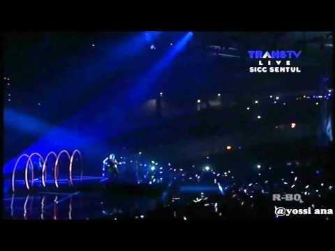 IWAN FALS - YANG TERLUPAKAN - Live @ HUT 12 THN TRANS MEDIA