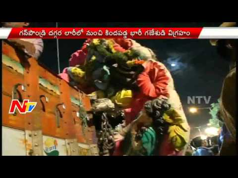 22 Feet Huge Ganesh Idol Falls from Lorry...