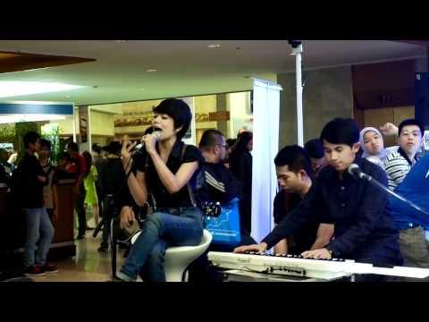 The Lonely Bullz (TLB) - Meraih Mimpi (live @ Nokia ICS)