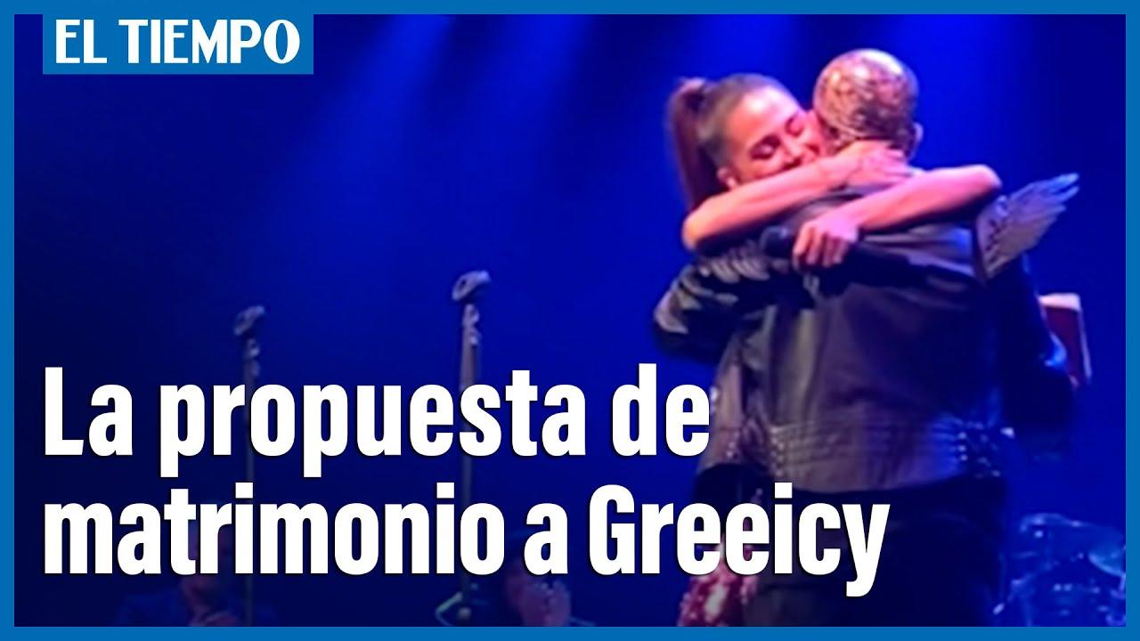 Download En pleno concierto, Mike Bahía le pide matrimonio a Greeicy Rendón