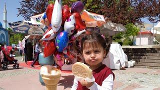 Ayşe Ebrar Uçan Balon Pamuk Şeker Dondurma Renkli Şeker Almak İçin Ağladı. Bakalım Hangilerini Aldı?