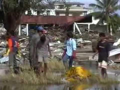Tsunami Aceh thn 2004 2)