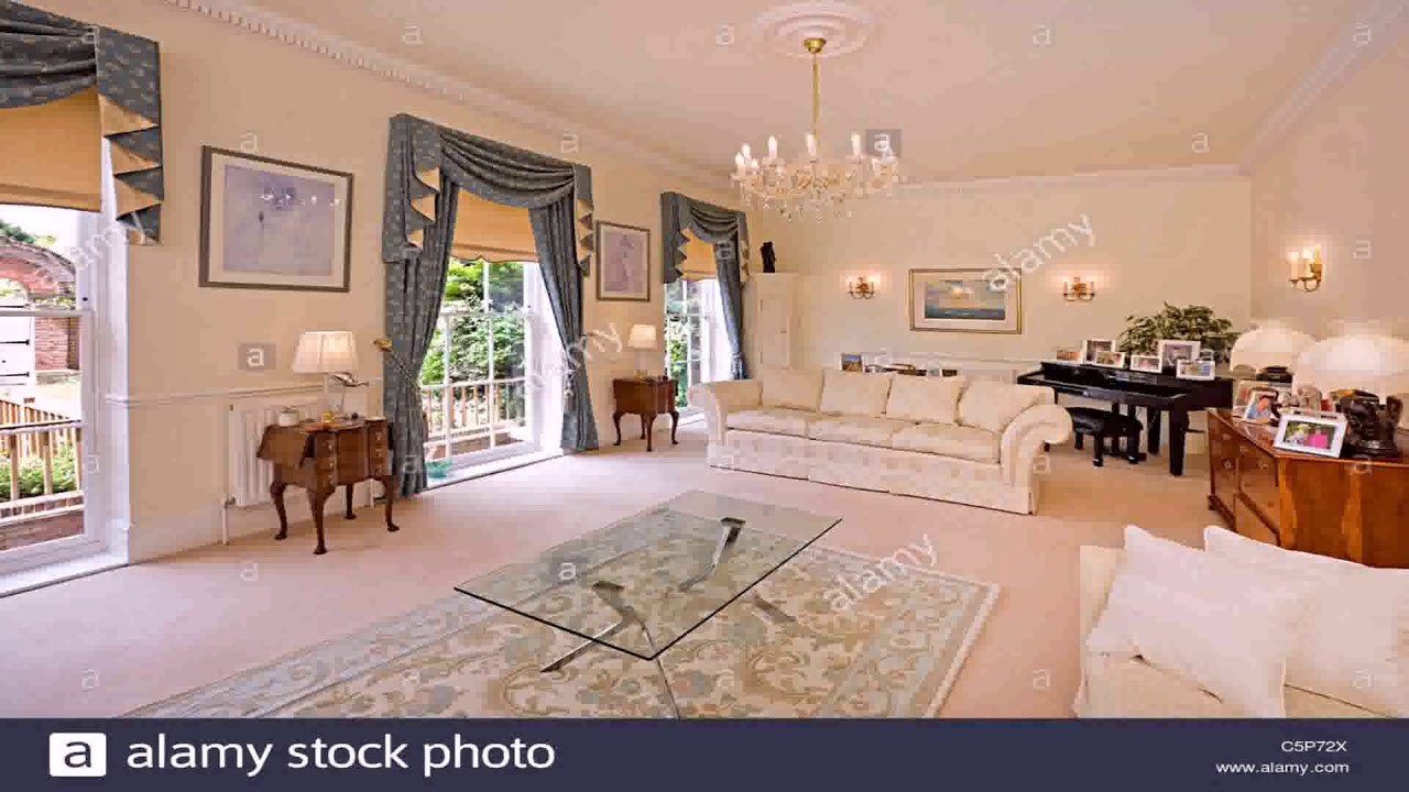 traditional english living room design how to decorate your walls with pictures youtube
