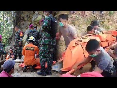 Insiden Longsor di Tambang Bakan, Dua Korban Tewas Berhasil Dievakuasi - 동영상