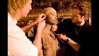 V&A Fashion in Motion Curator Oriole Cullen talking about Ma Ke Wuyong