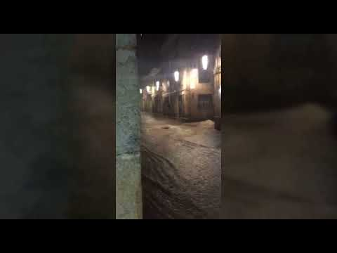 La borrasca Beatriz deja calles inundadas en la zona vieja de Pontevedra